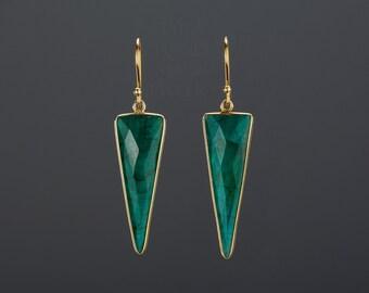 emerald triangle earrings,long emerald earring,emerald dagger earrings,faceted emerald dangle earrings,May birthday earring,mother gift