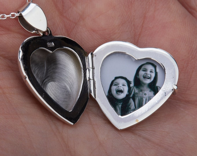 Locket photo printing and insertion