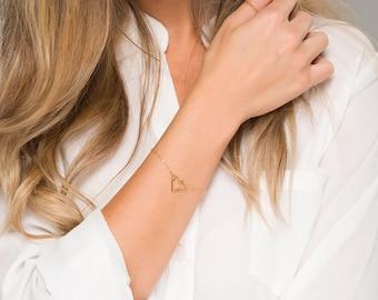 Delicate Heart Bracelet ,Dainty Heart Charm Bracelet in Gold, Silver, Rose Gold,sisterhood gifts,mother gifts,Best friend gifts