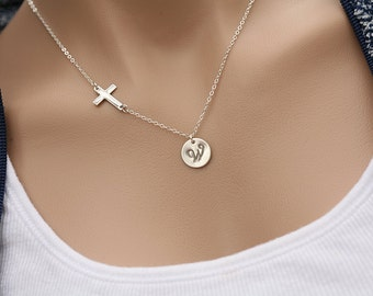 Large initial disc,Sideways cross necklace,Monogram Necklace,Personalized cross jewelry,horizontal cross necklace.godmother gift,friend gift