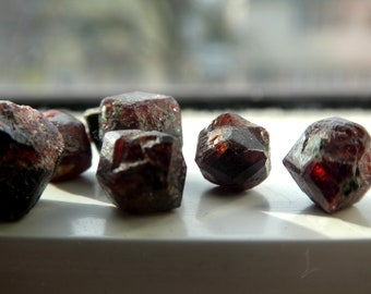 16inch Natural Rough,nugget 6-14 MM Genuine Garnet Gemstone Rough,Raw Red Garnet,Healing Crystal Garnet Gemstone,Untreated Red Garnet Rough