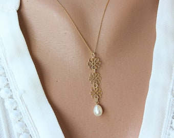 14K Flowers Necklace, Dainty Flowers Necklace for Women, Bridal Flowers Necklace, Bridal pearl Necklace, Bridal Gift Necklace, Gold Pendant