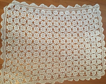 Knitted Ivory Vintage Table Cloth 35x42
