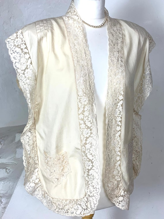 1920s/30s loose fit silk and lace jacket with pock