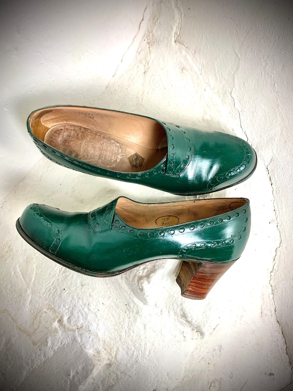 Late 30/40s green leather ladies shoes