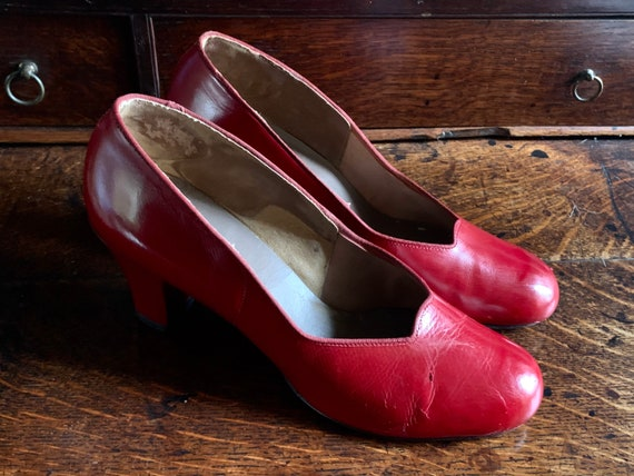 1940s red leather high heel shoes