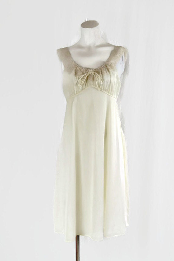 Vintage Val Mode Lingerie Cream Nightgown