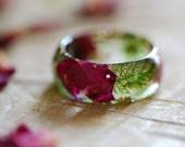 Rose Ring Nature Resin Ring Moss Ring Red Rose Romantic Ring Natural Jewelry Pressed Flower Ring Terrarium Ring Botanical Ring Womens Gift