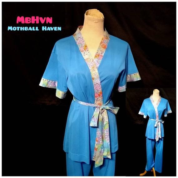 Vtg 60s Flower Power Turquoise Nylon Pajama Set Sz M  Vintage 1960s Gossard Wrap Around Belted Robe PJ Top /& Matching Bottoms Size Medium