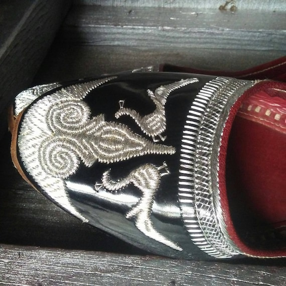 Vintage 60s Peacock Punjabi Jutti Ballet Shoe Sz 7  Vtg 1960s Silver Thread Embroidered Black Patent Leather Indian Slip On Slipper 7