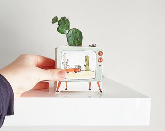 Small planter TV vintage. Green television ceramic planter, with image of cactus and orange Westafalia. Unique planter. Perfect cute gift!
