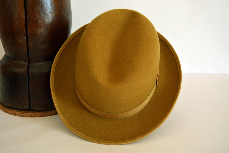 Homburg Hat The GALORE Goldenrod Camel Fedora Hat For Men  7aa525dd15ed