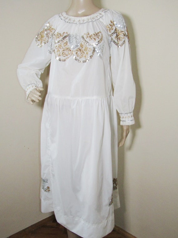 Romanian peasant dress , ethnic Romanian costume d
