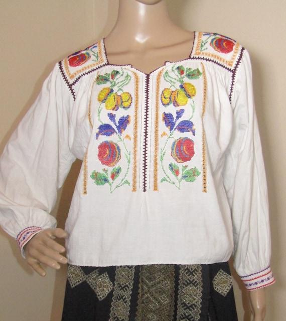 Romanian peasant blouse / top vintage Romanian han