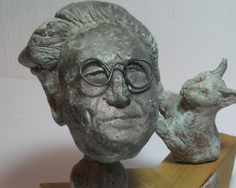 SCHRODINGER, Bust of physicist Erwin Schrodinger with cat