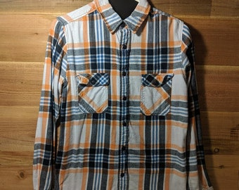 2759027ce Vintage Flannel Shirt in Size Small For Men or Women - For The Best Vintage  Flannels Shop at VolkmarsGeneralStore