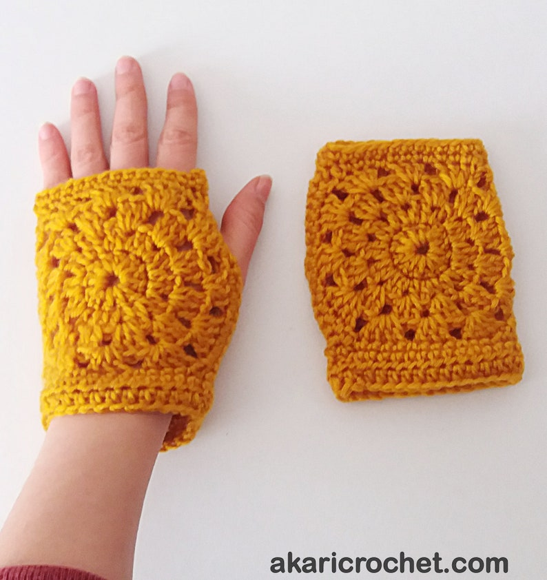 Short fingerless gloves crochet pattern. Lace granny square image 0