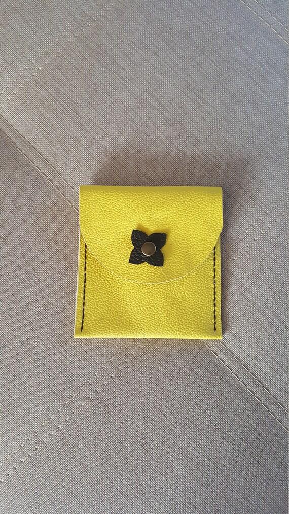pochette en cuir jaune pour cni permis de conduire etsy. Black Bedroom Furniture Sets. Home Design Ideas