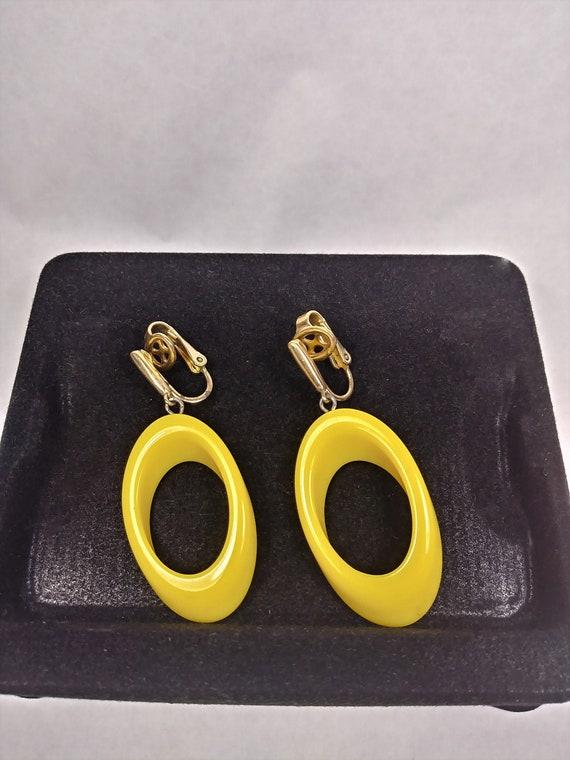 Vintage Jewelry Mid Century Bright Yellow Crown TR
