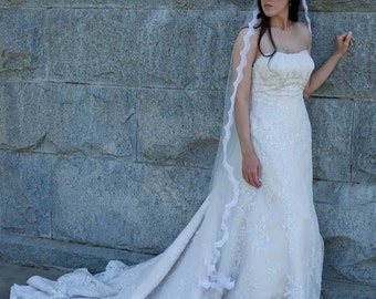 Allure bridals Wedding dress gown 8360 Lace Ivory Pearl size 12 long chapel train crystals on bodice
