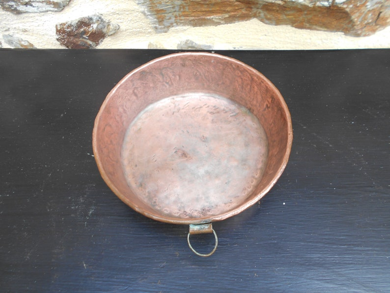 Vintage French Round Hammered Copper Gateaux Pan