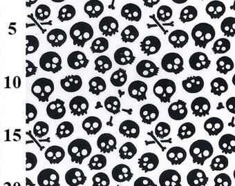 Skulls /& Crossbones on Red by Lesley Grainger for Riley Blake FAT QUARTER Treasure