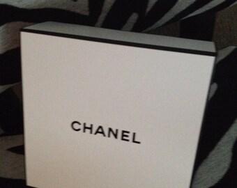 "New 100% Authentic CHANEL Black & White Storage Box 8"" Square 4"" High"
