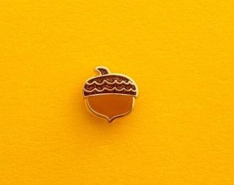 glittery acorn enamel min pin // glitter acorn cap // acorn accessory