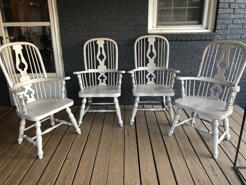 Fabulous Vintage Set Of 4 Windsor Back Farmhouse Armchairs White Paint Pdpeps Interior Chair Design Pdpepsorg