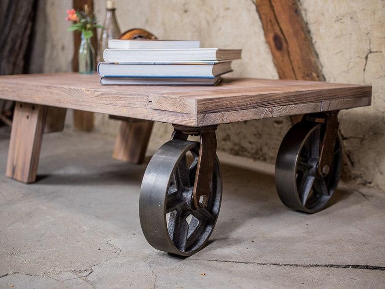Couchtisch mit Rollen im vintage Look - Industriemöbel Tisch - Flacher  Rollwagen Sofatisch mit Rädern - Fabrik Cart Tisch - Transportkarren