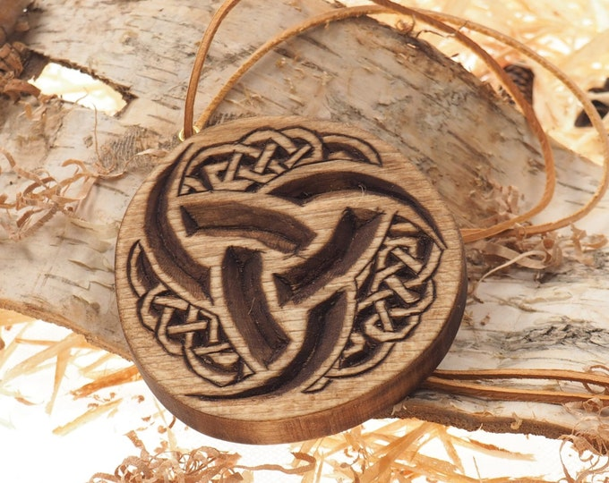 Hand carved Triple Horn of Odin pedant, viking pendant, pedant jewelry, Trihorn