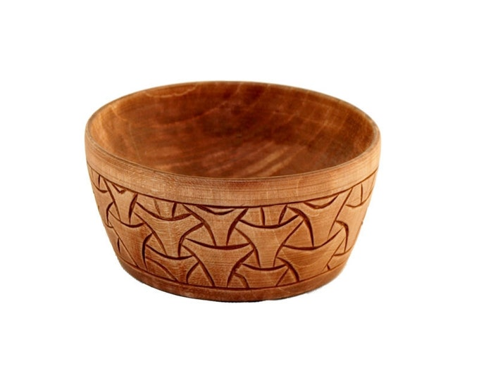 Wooden historical bowl with Borre pattern