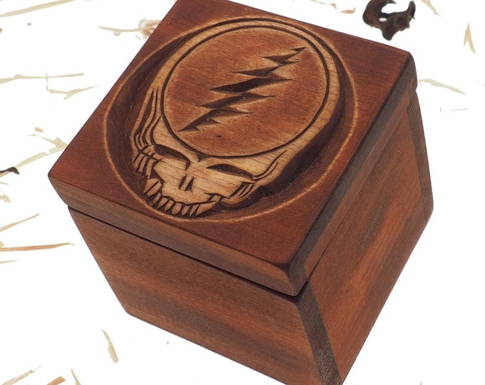 Hand carved personalized wood box, 4 inch whith any pattern you want