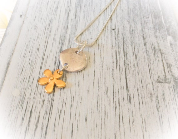 Silver necklaces, daisy pendant, sterling silver, romantic gift for her, everyday pendant, botanical necklace, flower jewelry, gifts for her