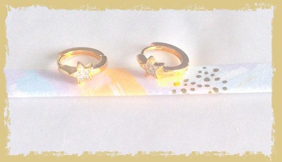 Tiny star huggie hoops, gold star hoop earrings, diamanté star, gold earrings, star earrings, gold hoops, huggies earrings, jewellery hoops