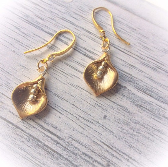 Gold earrings, flower earrings, bridesmaid gifts, sterling silver, gift for mom, Mother's Day gift, everyday earrings, elegant jewellery,