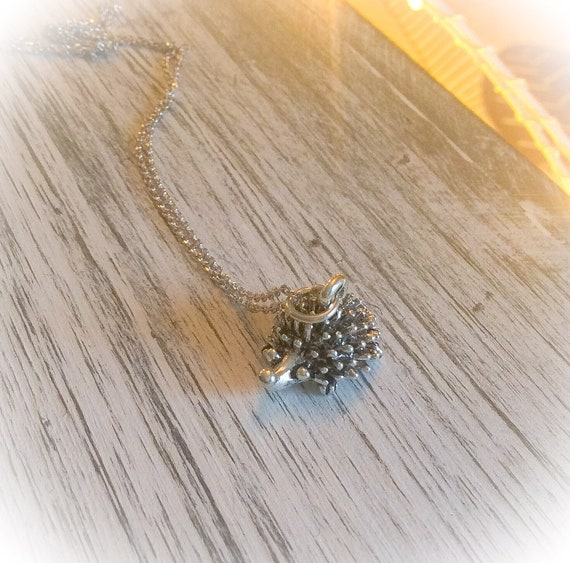 Hedgehog gifts, hedgehog necklace, hedgehog jewellery, nature jewelry, dainty necklace, gift for mum, everyday necklace, gifts for her,
