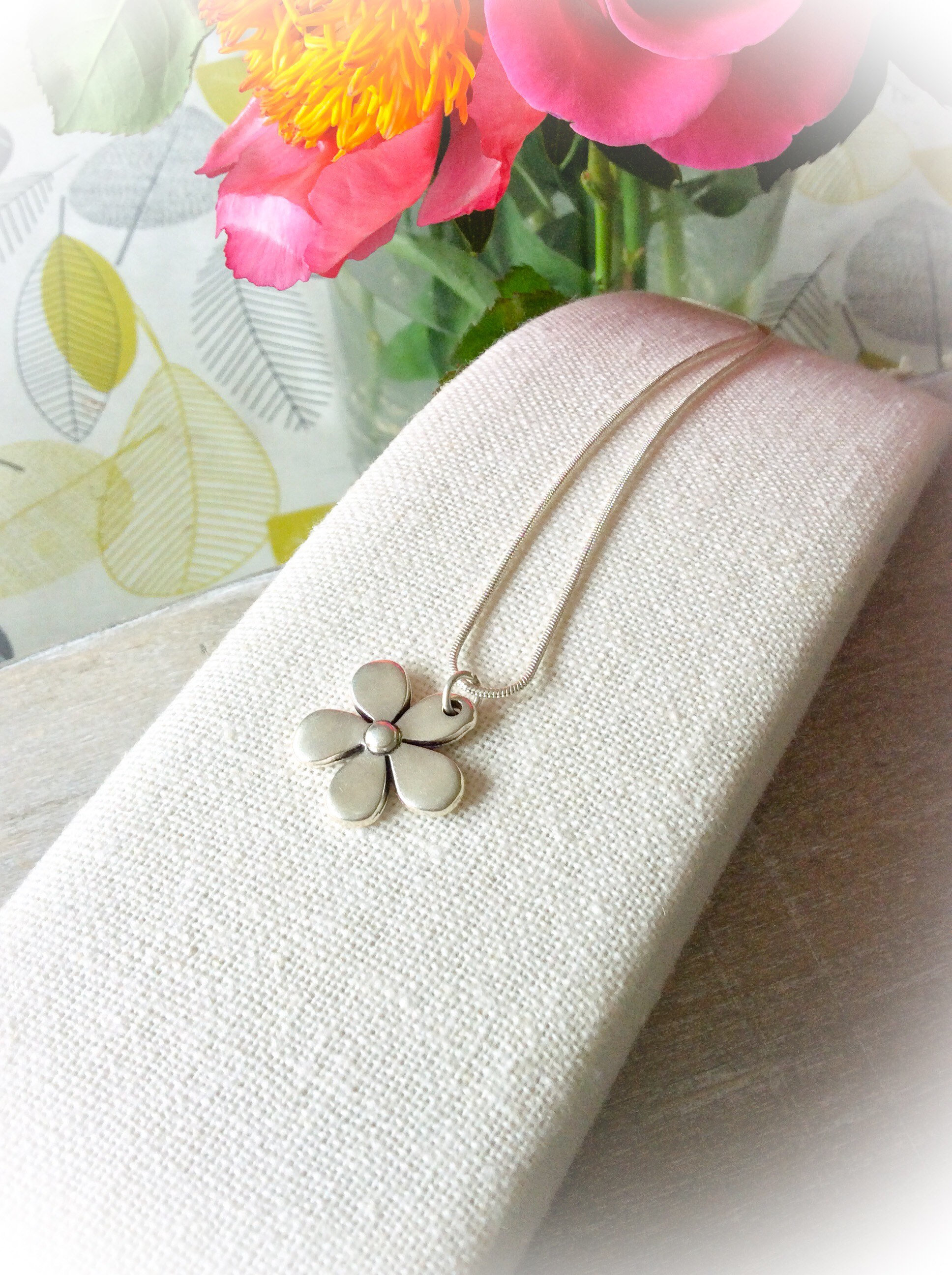 Silver Daisy Pendant Gifts For Girlfriend Silver Pendants For