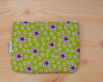 Flowers pouch,flowers pouch, makeup bag,green pouch,zippered pouch,zippered bag,green flowers bag,quilted bag,coin purse,flowers makeup bag