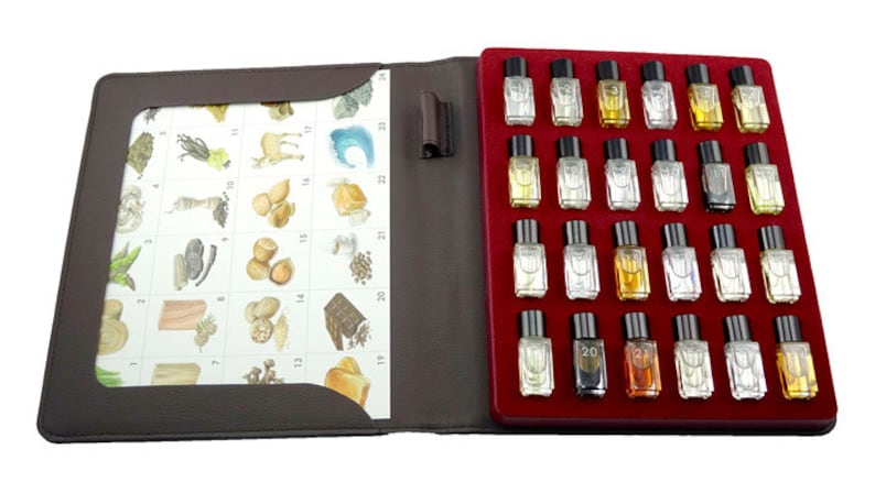 Cigar Aroma Kit  24 aromas for cigar tasting and education image 1
