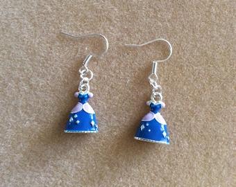 Sleeping Beauty earrings, in geemailleerd metal and earrings in silver coloured metal