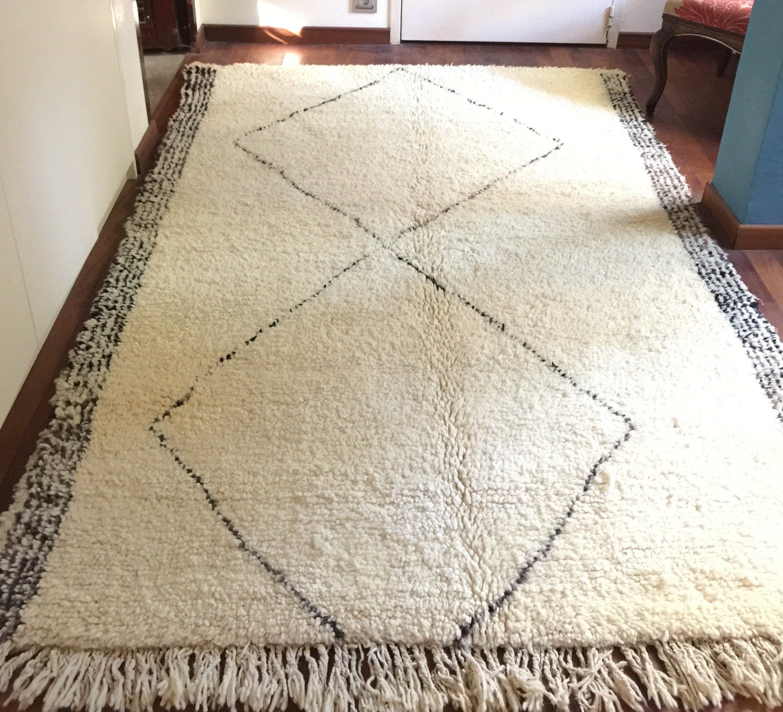 tapis beniouarain pure laine vierge blanc et noir. Black Bedroom Furniture Sets. Home Design Ideas