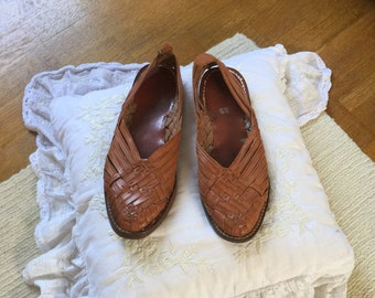 87ac24f54f87 Vintage 1970 s tooled leather huaraches