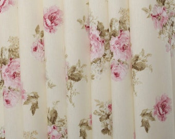 """Flower chic"" ivory fabric"