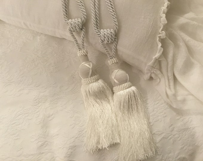 Embrasse for precious tent decoration tassels Italian luxury