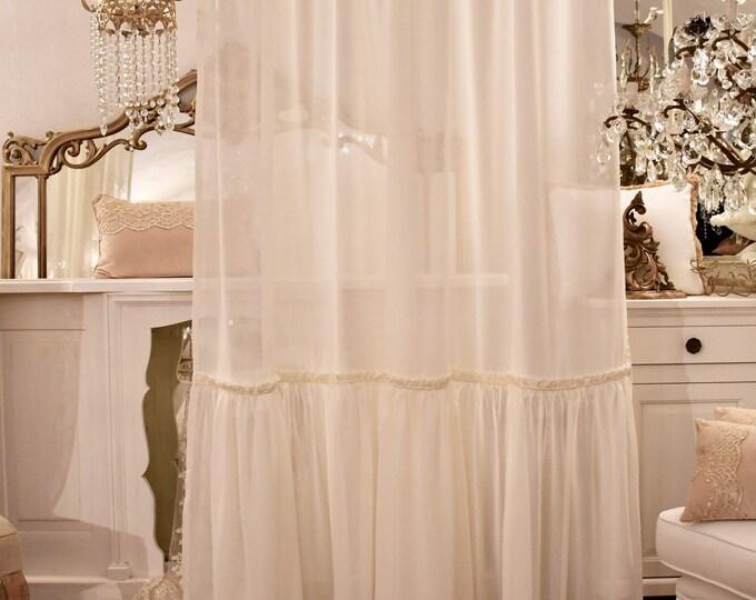 Elegant tent in Italian sartorial georgette