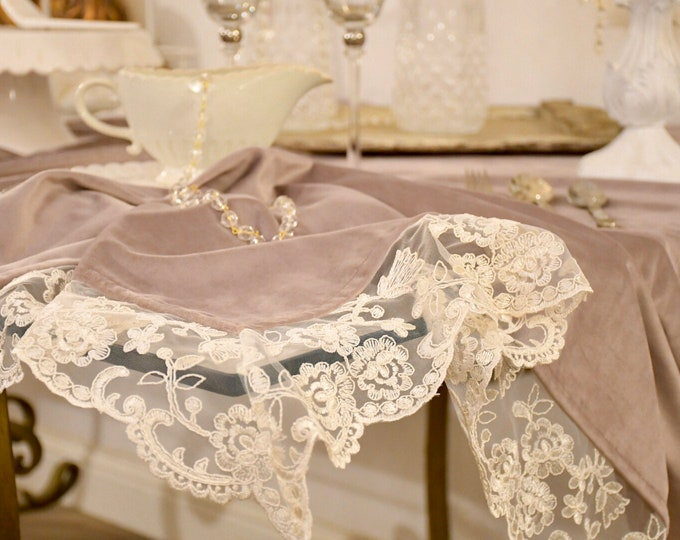 Velvet table cover and fine lace for a Royal table