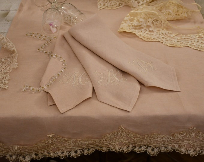 Napkins embroidered with pink linen initials set of six