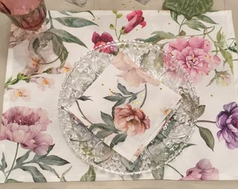 Set placemats with American roses flowers, peonies, camellias, Lilac and dalle.