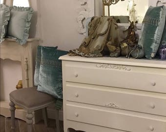 Chest of drawers shabby